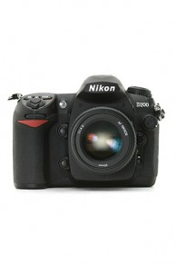 DSLR Nikon D200 cu obiectiv Nikon 18-70mm