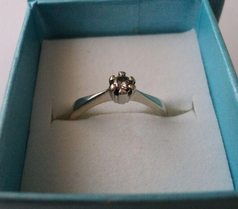 Inel din aur alb de 18k cu diamant